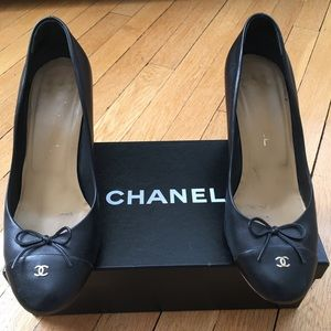 Authentic Woman's Chanel pumps. Size 10 (40 euro)